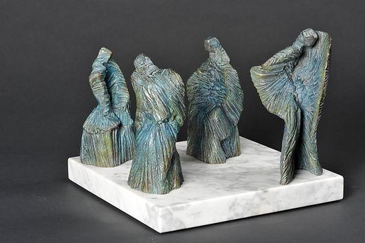 L'Exilée Sculpture bronze - Cadeau bronze - art – luxe – Galerie – Pontrieux - Zina-o - femme - discution - concilliabule - sculpture abstraite - sculpture contemporaine -