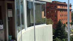 Vetrata curva su balcone