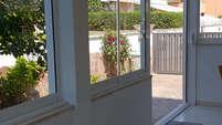 Veranda con vetrata scorrevole in parallelo LINEAR