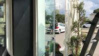 Attività commerciale con vetrata scorrevole in parallelo LINEAR