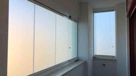 Divisorio interno tutto vetro per centro commerciale