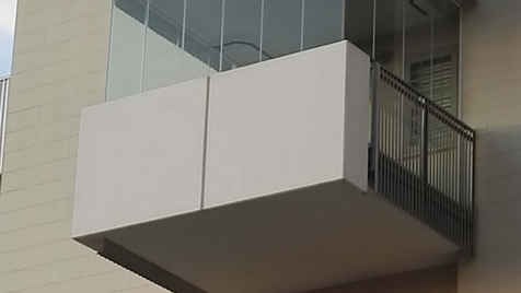 Balcone con vetrata panoramica