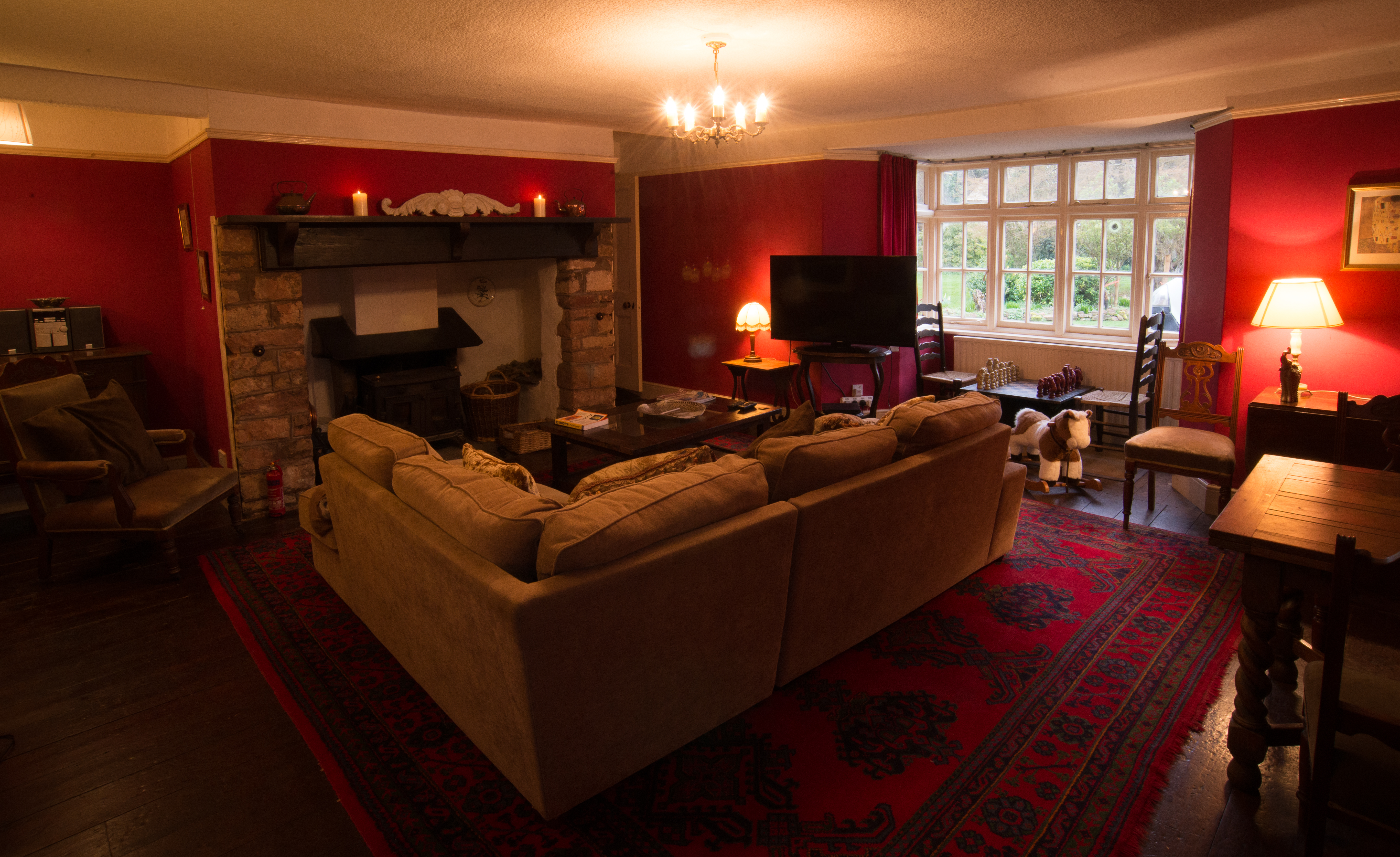 Red Sitting Room-8318