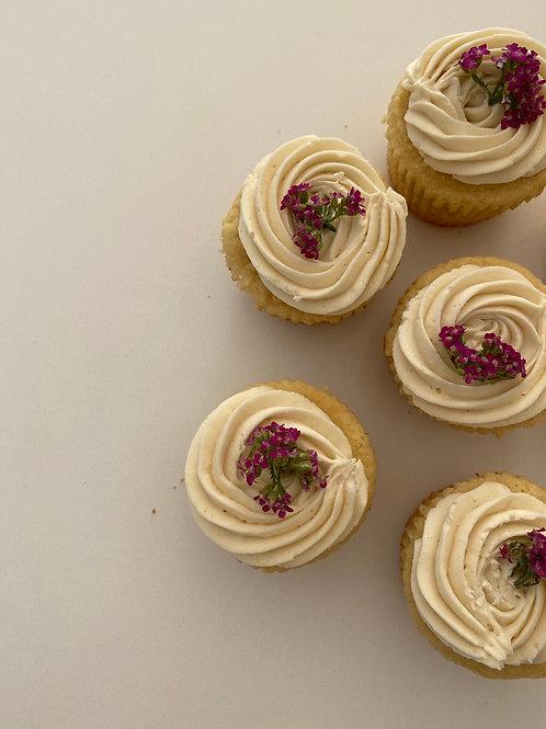 Gourmet Cupcakes w Edible Flowers (6)