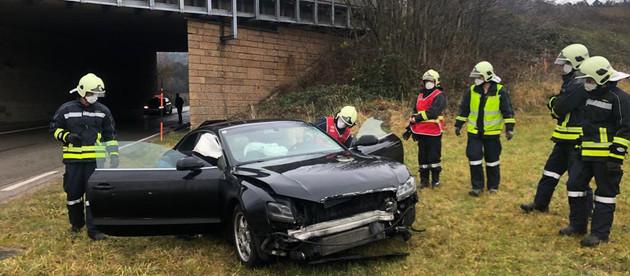 Fahrzeugbergung (T1) nach Verkehrsunfall