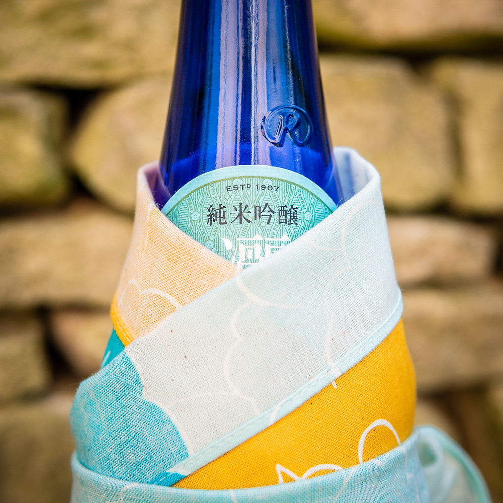 Japanese gift wrap, Japanese sake rice wine, Zusetsu furoshiki, gift, bottle wrap