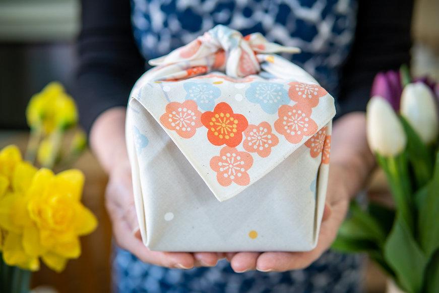 furoshiki eco-friendly giftwrap
