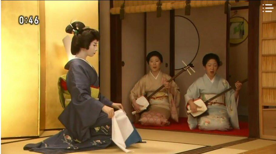 geisha performing a dance