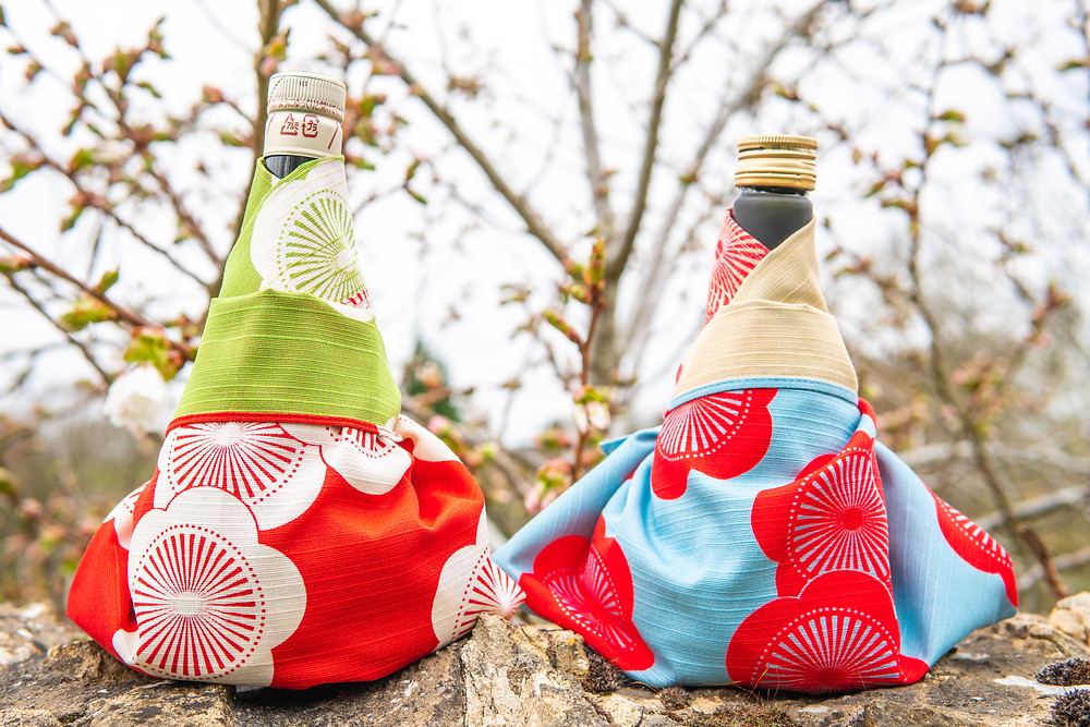 online event, sake taste testing, alcohol, Japanese rice wine, wine bottle, Zusetsu furoshiki, Kyoto, textile, print, art