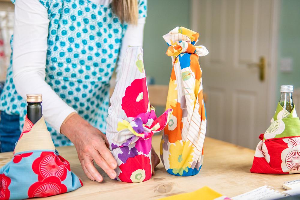 Zusetsu furoshiki Japanese giftwrap bottle wrap tutorial
