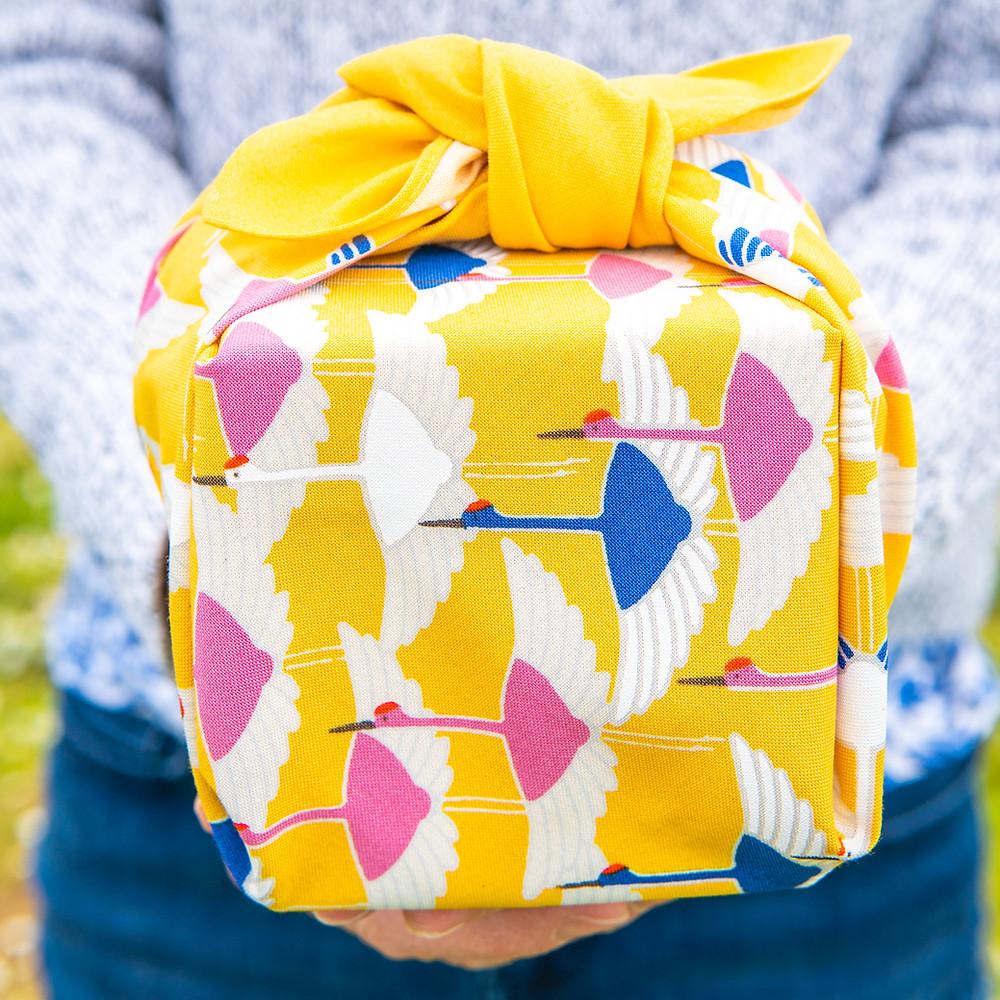 furoshiki gift-wrap, birthday, gift, present, wedding, picnic, Zusetsu