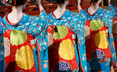 kimono Kyoto geiasha dance miyako odori Zusetsu store furoshiki Kyoto