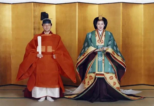 imperial wedding Japan kimono old dressemperor of Japan empress juunihitoe robes Zusetsu store furoshiki