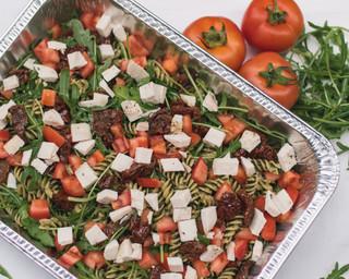 Pasta al pesto with rocket, sun-dried tomato, fresh tomato (chicken or mozzarella)