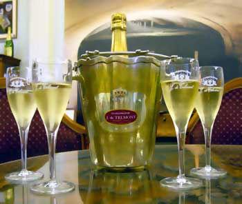 Champagne-tasting.jpg