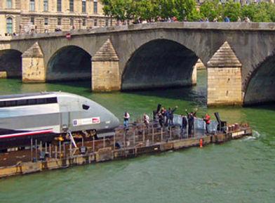 TGV-sur-la-Seine1.jpg