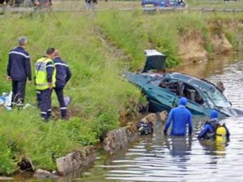 car-in-canal8.jpg
