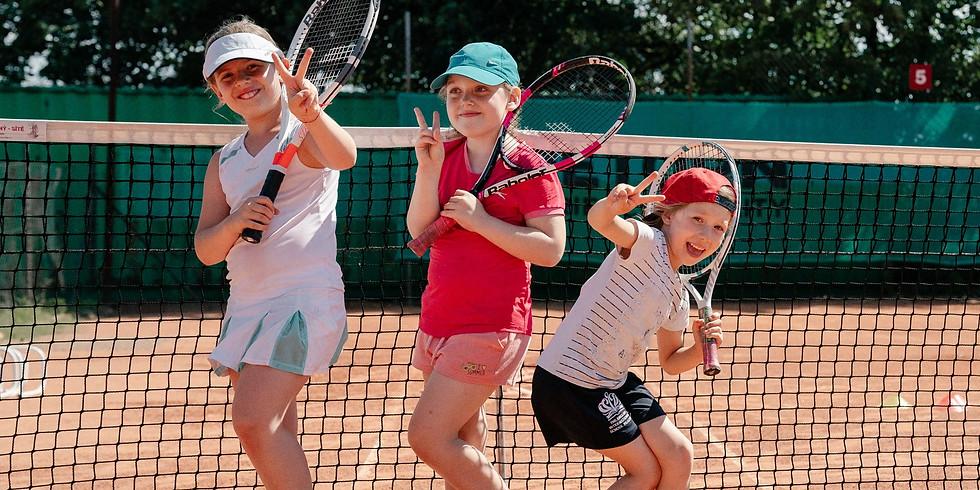 """Теннисный лагерь в клубе """"Písečná Tennis a Padel"""""""