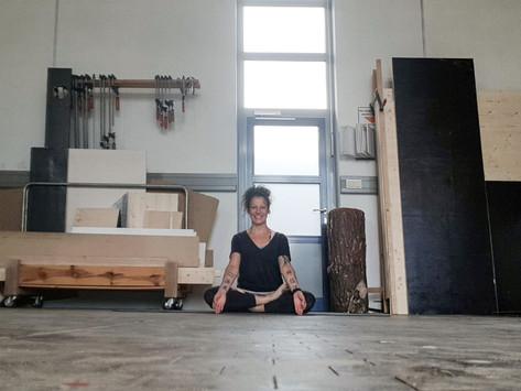 Yoga in der Werkshalle