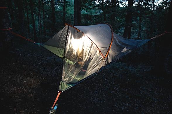 Beim Baumzelt-Abenteuer für Gruppen schlafen wir im bequemen Baumzelt