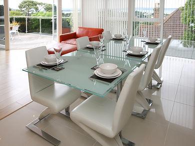 mesa-de-jantar-com-tampo-de-vidro.jpg