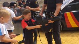 Puntos de vista, opiniones y tonterías: la polémica de Policía Nacional, niños y armas