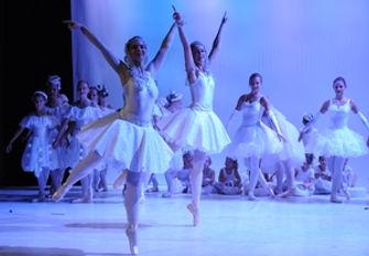 Gala3-ballettschule-erdweg-aachen.jpg