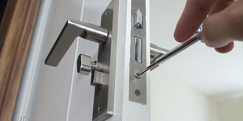 changing-locks.jpg