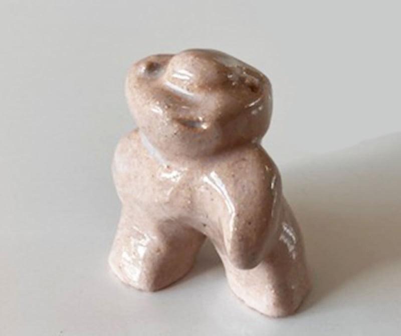 sculpture céramique  émaillée pièce unique création originale h 9,5 x l 8,5 x p 5 cm beige rosé.  €  120