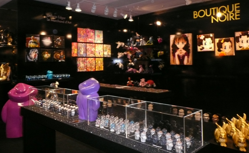 Boutique noire Printemps. Paris