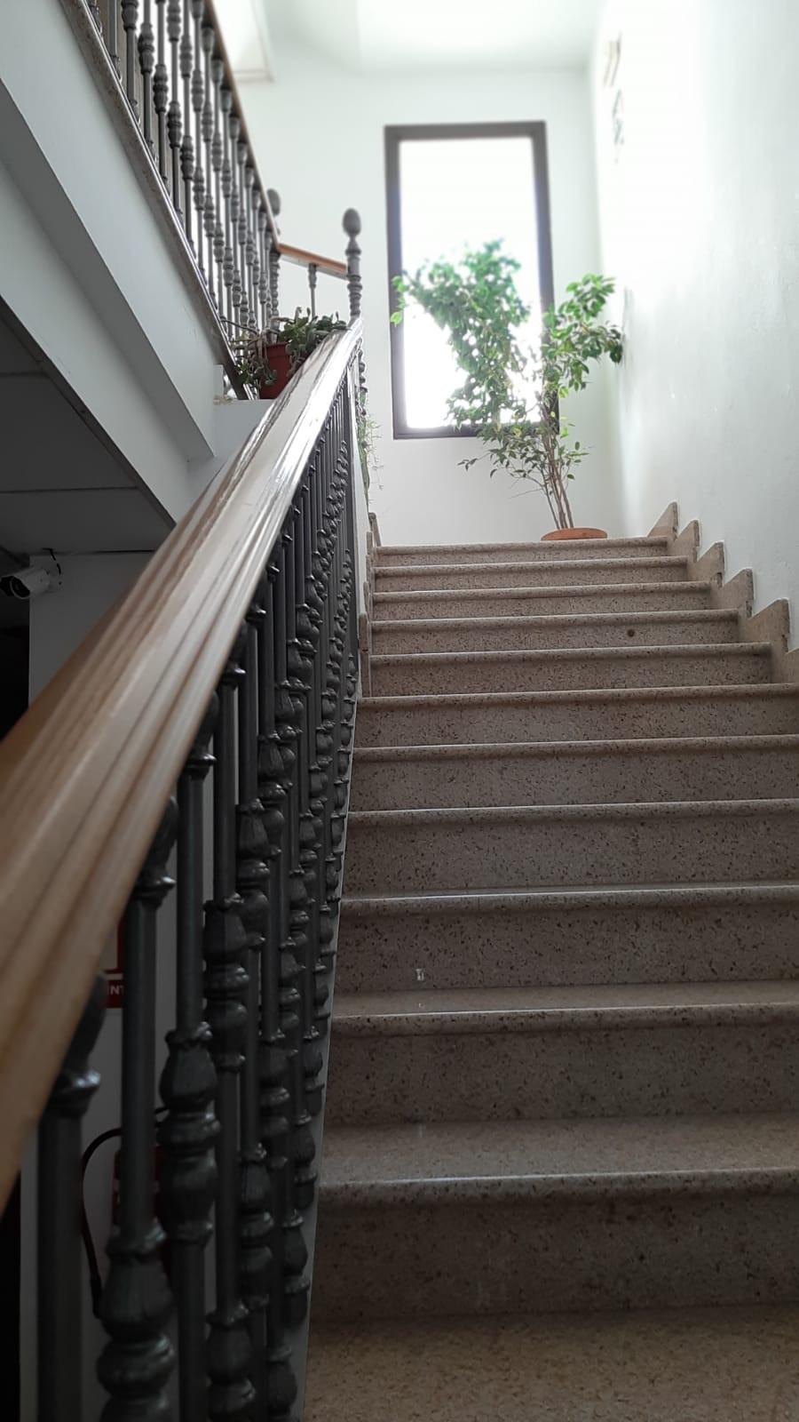 apartamento turístico azuaga escalera.jp