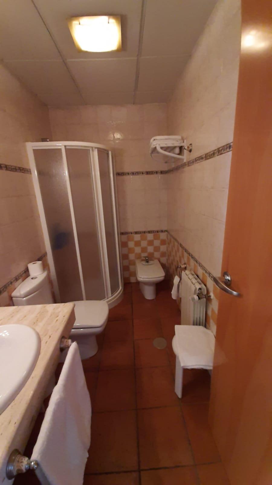 apartamento turístico azuaga ducha.jpg