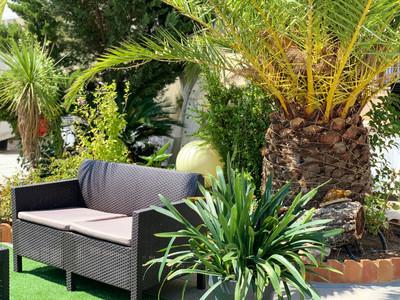 Zona de descanso en los jardines