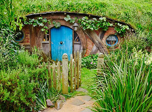 A Hobbit's home from the film Lord of the Rings, one of the many spectaculr sites you wlill see on The Hobbit Tour of Hobbitton, one of our Full-Day Tours