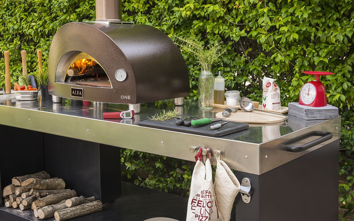 one-pizza-oven-and-multifunctional-base-
