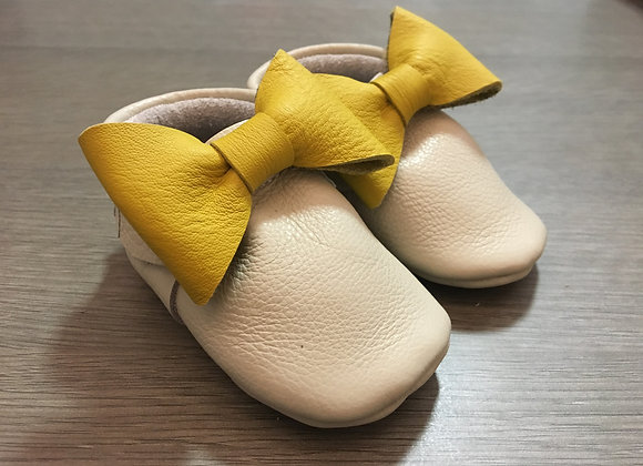 Minimocca Cream moccasins with Yellow Bows