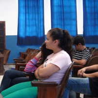 03_Alunos_assistindo_apresentação_sobre_