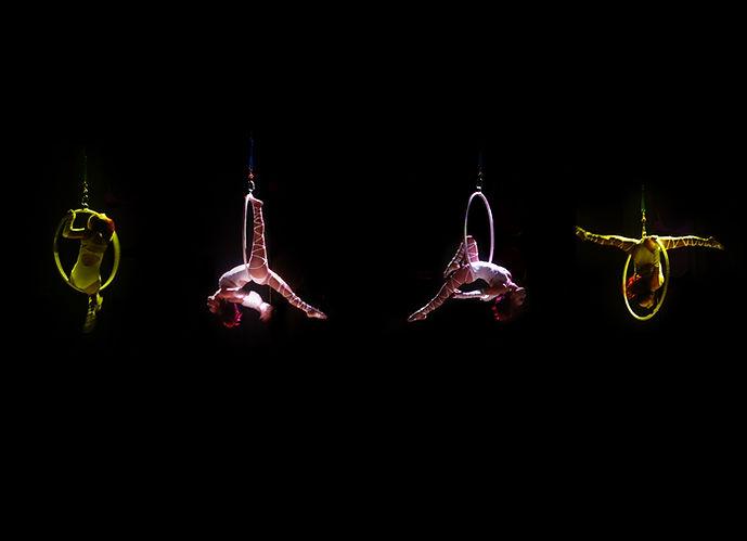 Quatre acrobates