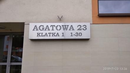 Nierdzewne oznaczenie ulicy