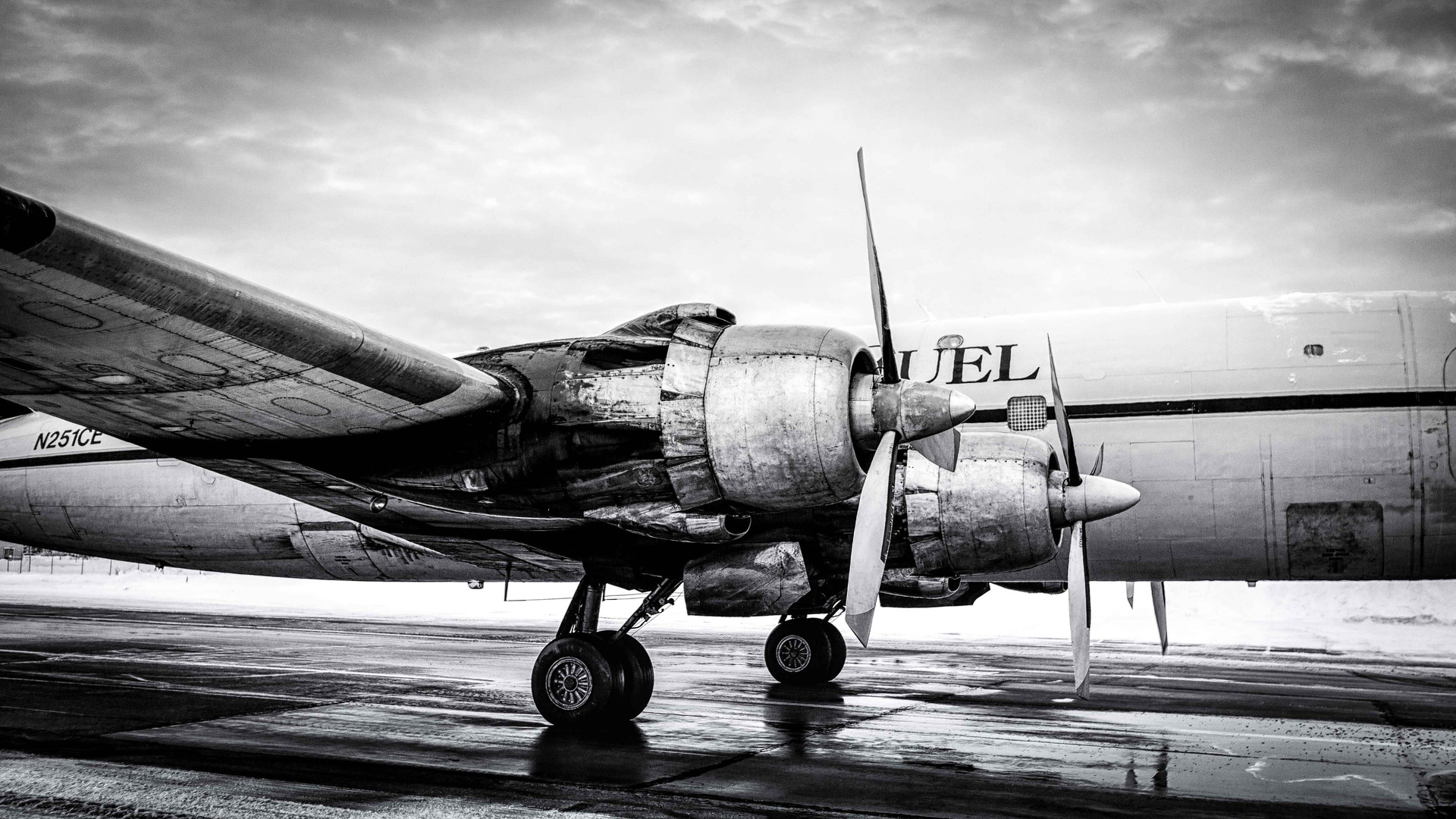 Everts Air Fuel Douglas DC-6