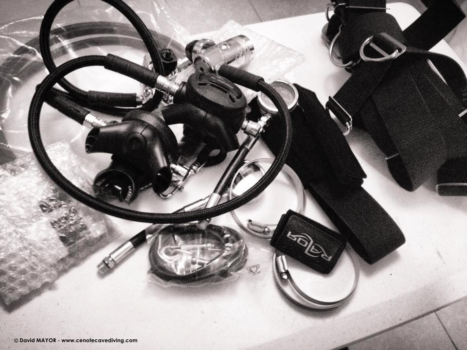 Apeks and Razor system for sidemount