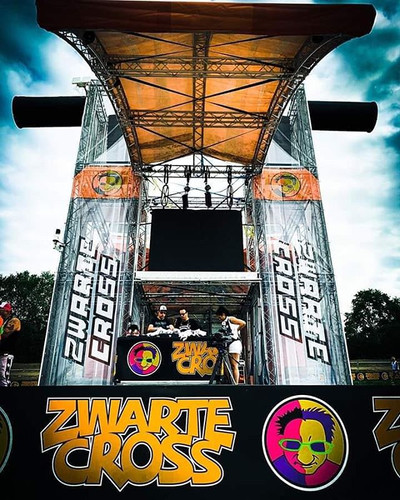 Loco Arena, Zwarte Cross