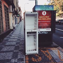 Lednice vyhozená na ulici
