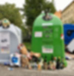 Kontejnery na trideny odpad Karlin.jpeg