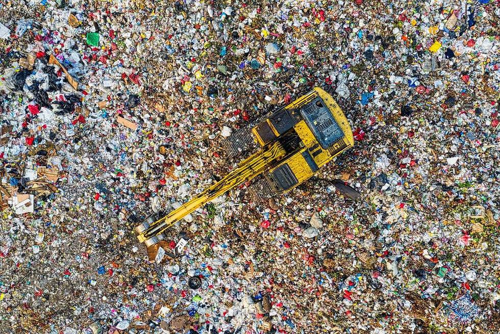 Nebezpecny_odpad–foto_Tom FIsk.