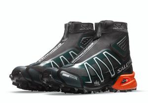 Une version exclusive du modèle Snowcross. Première collaboration avec le concept-store parisien The Broken Arm.