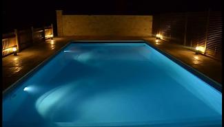éclairage piscine nocturne chambres d'hôtes au vendangeoir couvignon