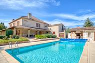 Maison vu de la piscine