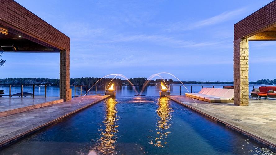 Emerald II: Luxury Pool