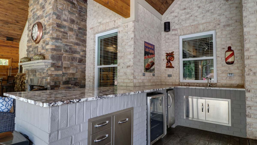 The Ashley: Outdoor Kitchen